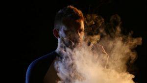 Курение связано с развитием и возникновением расстройства.