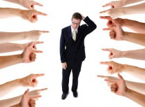 фобию усугубляет нахождение человека в общественной организации, где его могут осудить