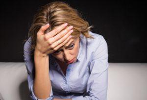 лица с атихифобией испытывают головные боли, напряжение
