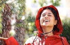 легкий дождь вызывает положительные эмоции
