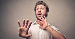 глоссофобы испытывают интенсивное беспокойство при мысли о том, чтобы общаться с группой людей