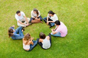 сеансы групповой терапии, проводимые на природе, эффективнее действуют на больного