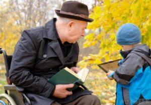 Молодое поколение помогает