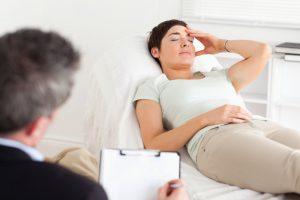 Гипнотерапия — лечение, который помогает выявить первопричину страха и устранить ее