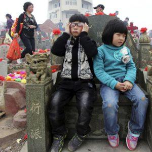 дети испытывают негативные чувства от похода на кладбище