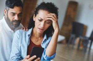 Люди страдают от телефонофобии