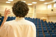 Люди выступают более спокойно, если они не видят аудиторию