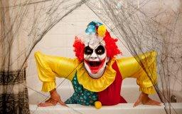 клоуны выглядят гротескно и неестественно