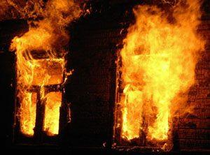 огонь может вызвать пожар в доме