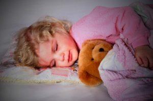 дети больше боятся, когда спят одни